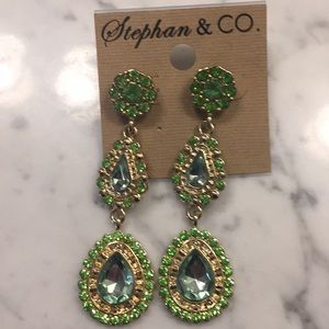 Jewelry - Very well made sparkling green dangle earrings